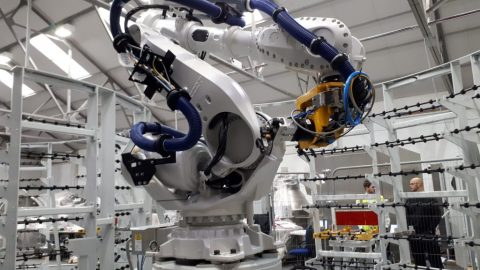Industrial Robot Automation in Smart Factories